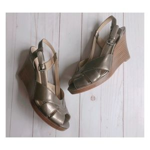 Joan & David Metallic Gold Cjnolia Sy Wedges
